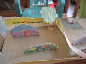 Marlita - English on The Road Membuat Maket Desa (17)